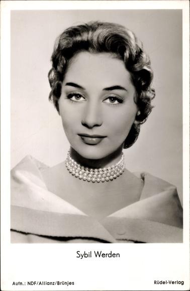 Ak Schauspielerin Sybil Werden, Portrait mit Perlenkette, Griff nach den Sternen