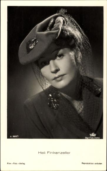 Ak Schauspielerin Heli Finkenzeller, Portrait mit Hut, Tobis Film, Das Bad auf der Tenne