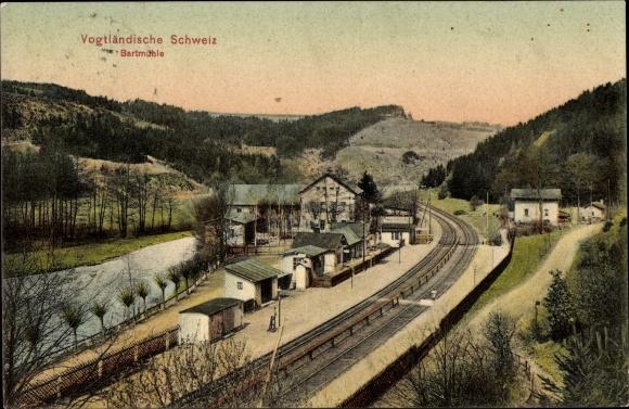 Ak Pöhl Vogtland in Sachsen, Partie am Bahnhof Barthmühle