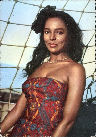 Ak Schauspielerin Dorothy Dandridge, Portrait auf einem Schiff