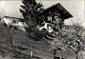 Ak Hondrich Kanton Bern, Ferienheim Freyberg, Gartenansicht, Baumblüte