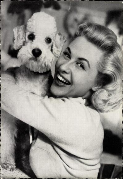 Ak Schauspielerin Bibi Johns, Portrait mit Hund