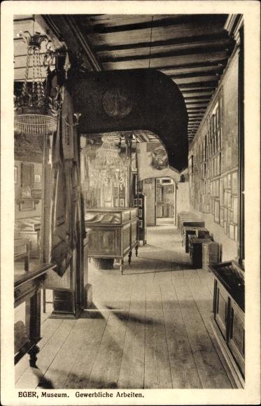 Ak Eger Reg. Karlsbad, Innenansicht vom Museum, Gewerbliche Arbeiten