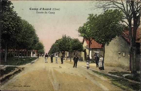 Ak Avord Cher, Camp d'Avord, Entrée du Camp, Anwohner, Baracken