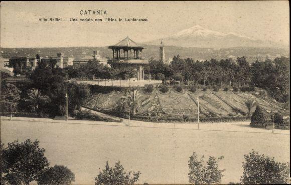 Ak Catania Sicilia, Villa Bellini, Una veduta con l'Etna in Lontananza