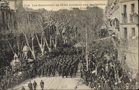Ak Paris, Les survivants de Iéna assistent aux funerailles, Matrosen, Trauerprozession