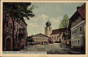 Ak Lam im Bayerischen Wald Oberpfalz, Partie am Hauptplatz mit Kriegerdenkmal