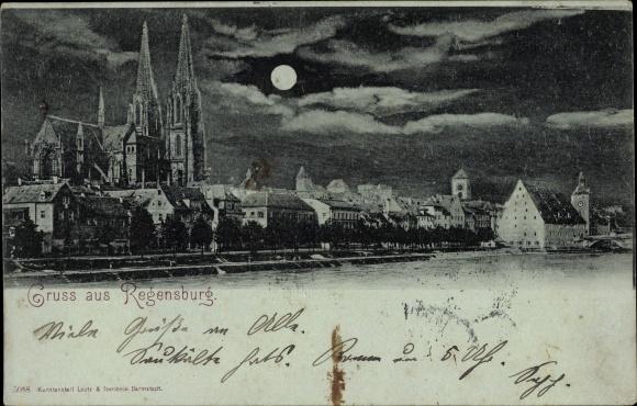 Mondschein Ak Regensburg an der Donau Oberpfalz, Partie der Ortschaft mit Blick zur Kirche, Fluss