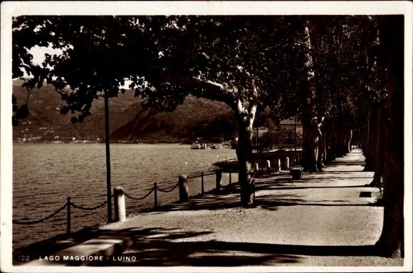 Ak Luino Lago Maggiore Lombardia, Promenade am Ufer des Sees