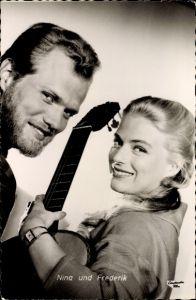 Ak Schauspieler und Sänger Nina und Frederik von Pallandt, Portrait, Mandolinen und Mondschein