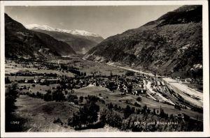Ak Brig Glis Kt. Wallis Schweiz, Rhonetal, Ortschaft mit Landschaftsblick, Bahnhof, Bahnstrecke