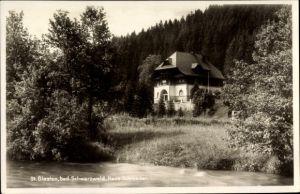 Ak St. Blasien im Südschwarzwald Baden Württemberg, Flusspartie mit Blick auf Haus Schroeder