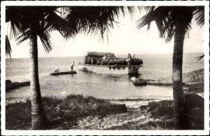 Ak Port Gentil Gabun, Dechargement du bois, Holztransport, Abladen von Baumstämmen
