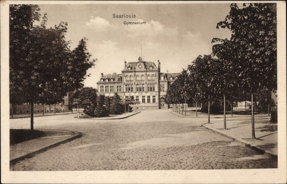 Ak Saarlouis im Saarland, Blick zum Gymnasium