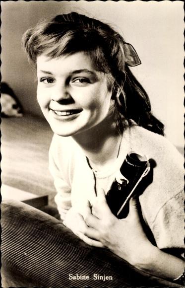 Ak Schauspielerin Sabine Sinjen, Portrait, Die spanische Puppe