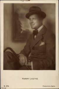 Ak Schauspieler Harry Liedtke, Portrait im Anzug mit Hut, Gehstock, PH K 214