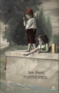 Ak Junge und Mädchen beim Angeln, Hurra ein Fischlein zappelt hier, RPH 3487 5
