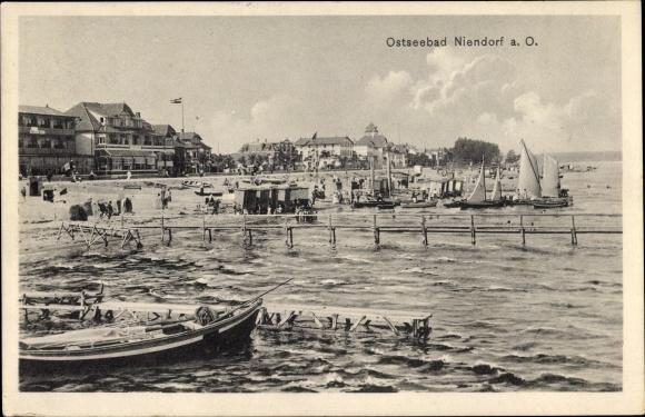 Ak Niendorf Timmendorfer Strand in Ostholstein, Bootsanleger, Strand, Hotels