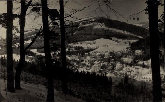 Foto Ak Janské Lázně Johannisbad Reg. Königgrätz, Ortspanorama im Winter