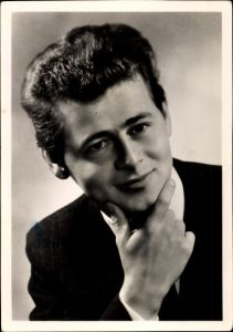 Ak Schauspieler? Sänger?, Rüdiger H.., Portrait im Anzug, Autogramm