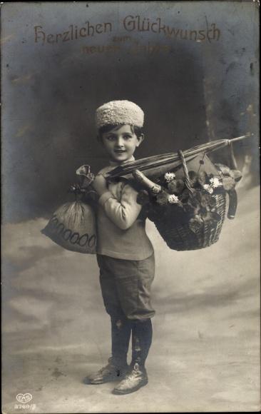 Ak Glückwunsch Neujahr, Junge mit Geldsack und Korb voller Kleeblätter, Hufeisen, EAS 3769 3