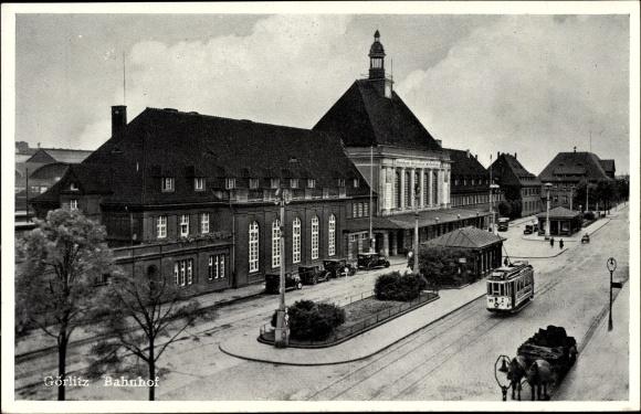 Ak Görlitz in der Lausitz, Straßenseite vom Bahnhof, Straßenbahn Linie 2