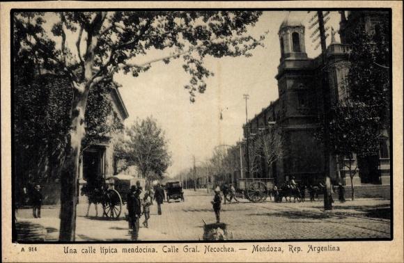 Ak Mendoza Argentinien, Una calle tipica mendocina, Calle Gral. Necochea