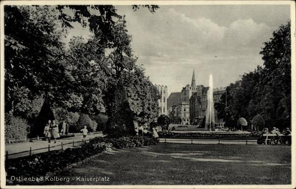 Ak Kołobrzeg Kolberg Pommern, Parkanlagen am Kaiserplatz