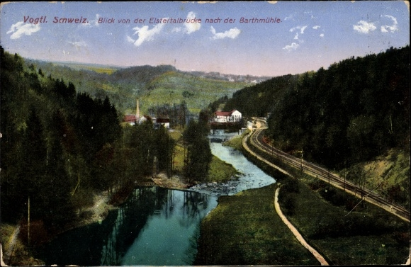 Ak Barthmühle Pöhl Vogtland, Blick von der Elstertalbrücke nach der Barthmühle, Bahnstrecke