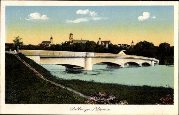 Ak Dillingen an der Donau in Nordschwaben, Flusspartie mit Brücke und Blick zur Stadt