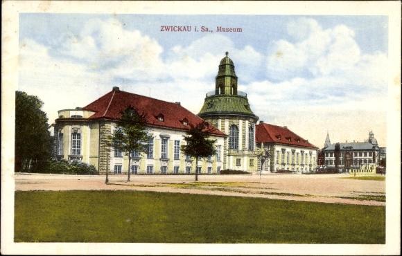 Ak Zwickau in Sachsen, Blick auf das Museum mit Vorplatz