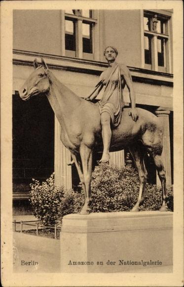 Ak Berlin Mitte, Statue, Amazone an der Nationalgalerie, Hoch zu Ross