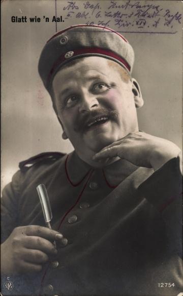 Ak Glatt wie 'n Aal, Soldat in Uniform mnach der Rasur, Rasiermesser, NPG 12754, I. WK