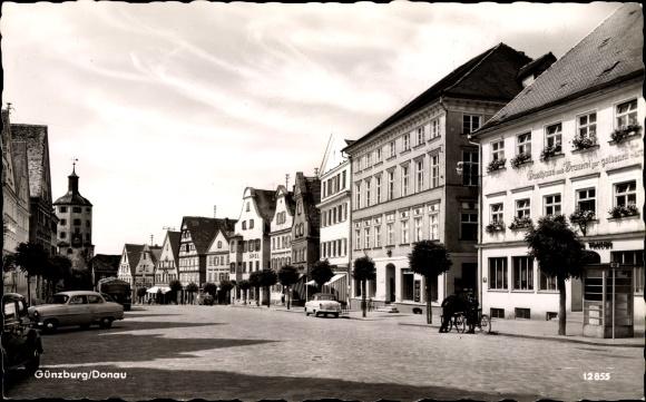 Ak Günzburg in Schwaben, Partie im Ort, Gasthaus und Brauerei zur goldenen Traube, Opel, Autos