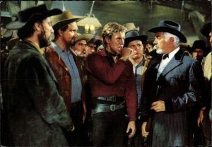 Ak Szene aus dem Film Unter Geiern, Schauspieler, Gewehr, Rialto, Constantin