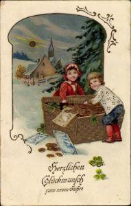 Präge Ak Glückwunsch Neujahr, Kinder mit einem Korb voller Geld