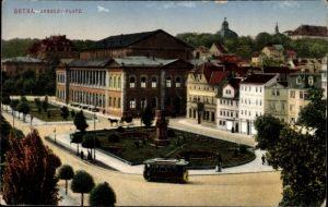 Ak Gotha im Thüringer Becken, Arnoldiplatz, Grünanlagen, Straßenbahn