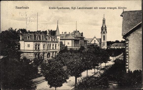 Ak Saarlouis im Saarland, Kreissparkasse, Kgl. Landratsamt mit neuer ev. Kirche