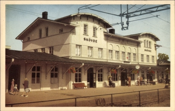 Ak Skövde Schweden, Järnvägsstationen, Bahnhof von der Gleisseite