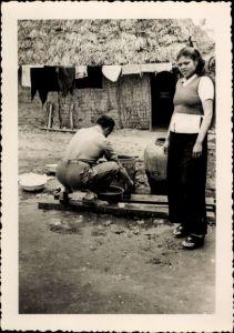 Foto Vietnam, Vietnamesen bei der Arbeit vor einem Haus