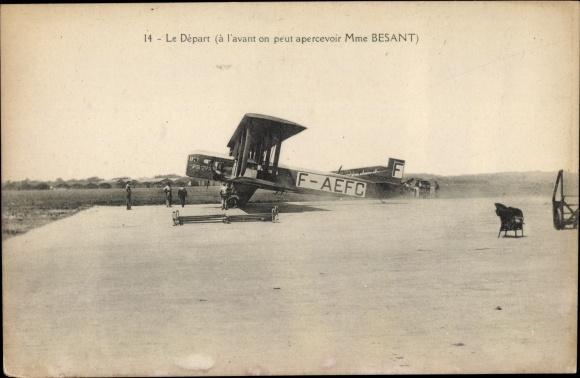 Ak Le départ, à l'avant on peut apercevoir Mme Besant, F-AEFC, Französisches Flugzeug