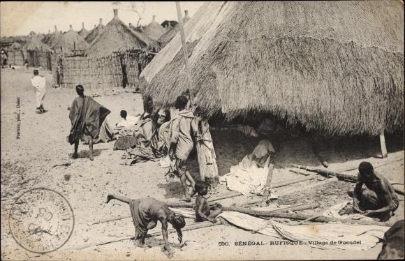Ak Rufisque Senegal, Village de Guendel, Dorfansicht, Anwohner