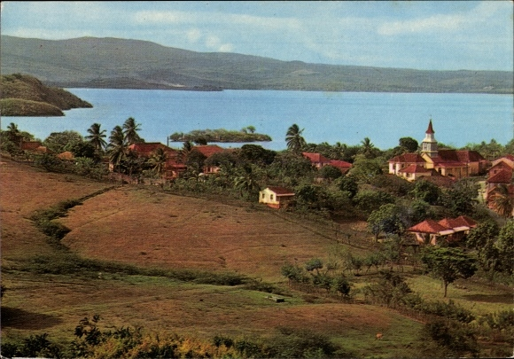 Ak Trois Ilets Martinique, Village natal de l'Imperatrice Josephine, Meerblick, Berge, Ortschaft