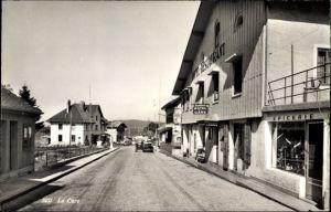 Ak La Cure Kt. Waadt Schweiz, Hotel de la Gare, Epicerie, Straßenansicht