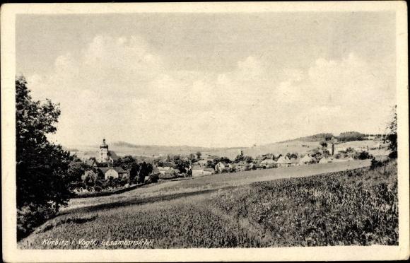Ak Kürbitz Weischlitz im Vogtland, Blick auf den Ort mit Umgebung