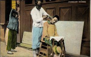 Ak China, Itinerary Barber, Friseur auf der Straße frisiert einen Kunden