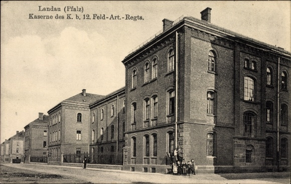 Ak Landau in der Pfalz, Kaserne des K. b. 12. Feld Art. Regts.