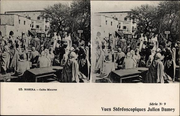 Stereo Ak Biskra Algerien, Cafés Maures, Straßenpartie in der Stadt