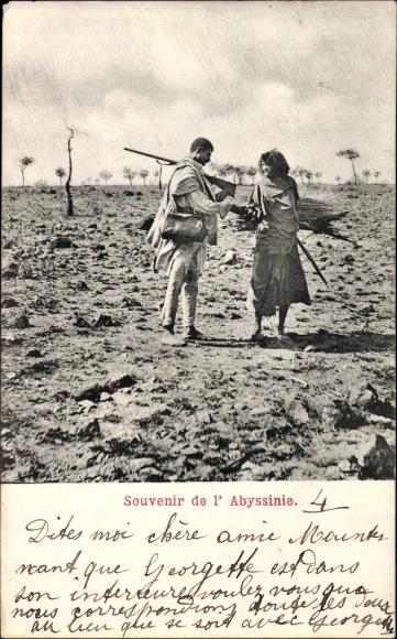 Ak Abessinien, Mann mit Gewehr und Frau mit Reisigbündel, Afrikaner