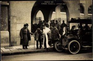 Foto Ak Genève Genf Stadt, Passage des Evacues Francais 1915, Schweizer Soldaten, Regiment 10